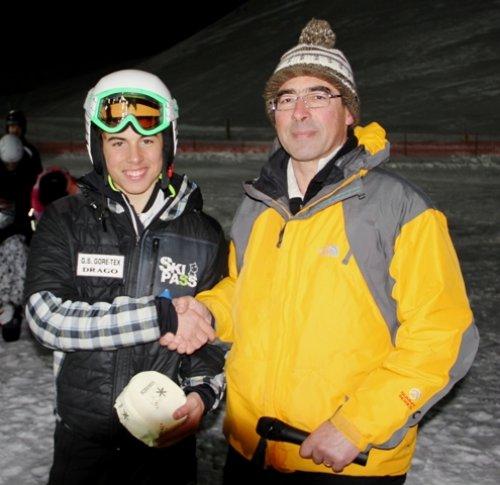 Matteo Alvise Valentini: primo assoluto premiato da Nicola Benini (coordinatore delle sezioni Fidas della Lessinia)